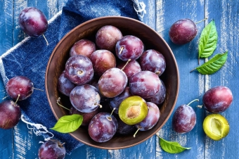 The Health Benefits of Plums are Pretty Peachy