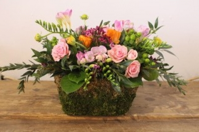 Merci Bouquet! A Spring Floral Arrangement Workshop with Wine!