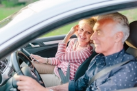 How do I qualify for a retiree auto insurance discount?