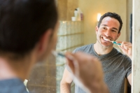How long should I wait to brush my teeth after eating?
