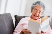 Helping Seniors Use Reading Magnifiers