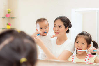 How To Choose A Toothbrush For Your Toddler