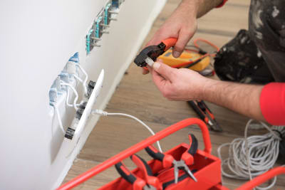 5 Reasons Why You Should Hire an Electrician for Home Renovations