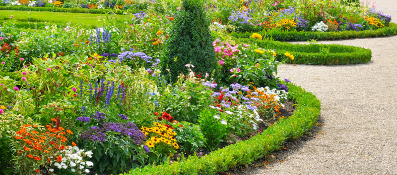 4 gorgeous and creative flower bed ideas that'll make you
