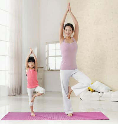 4 Full-Body Physical Activities Kids and Parents Can Do Together at Home (Without Equipment)
