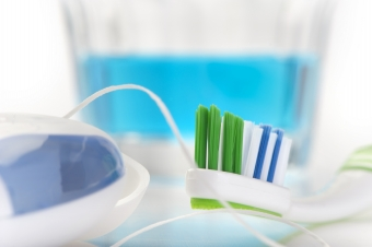 Best Flossing Practices For Healthy Teeth & Gums